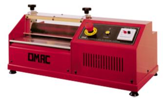 Machine à calandrer et presser pour coupler et presser les matériaux irréguliers et de différents types