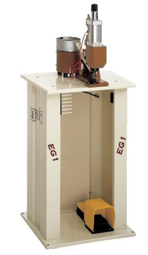 Machine à agrafer des passants en automatique pour les ceintures et les bracelets montres