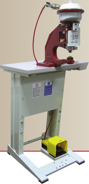 Machine pour la pose des rivets et œillets