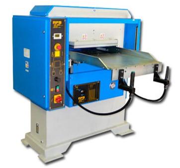 Presse hydraulique d'embossage / découpe / surcoupe et marquage