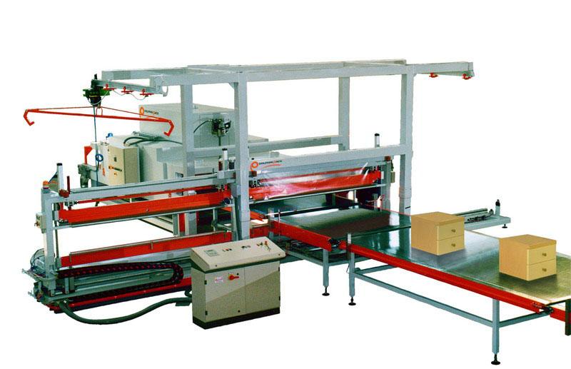 La Scirocco 2P est une machine permettant l'emballage de meubles, portes et sommiers