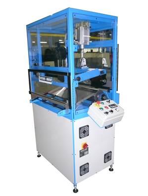 Machine de découpe rotative permettant de découper complètement ou à mi-chair les matières souples