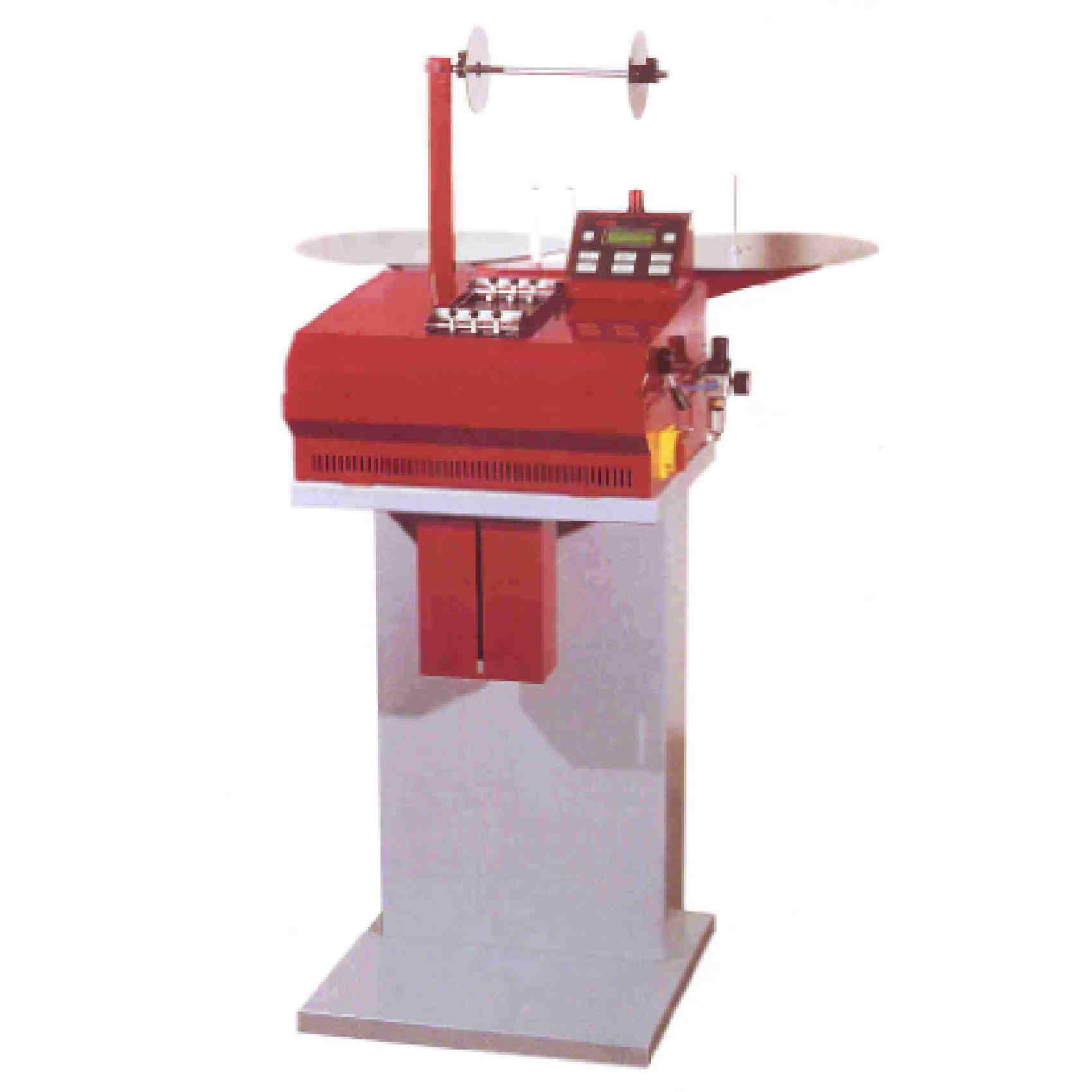 Découpe à longueur en automatique pour les matériaux souples jusqu'à 100 mm de largeur