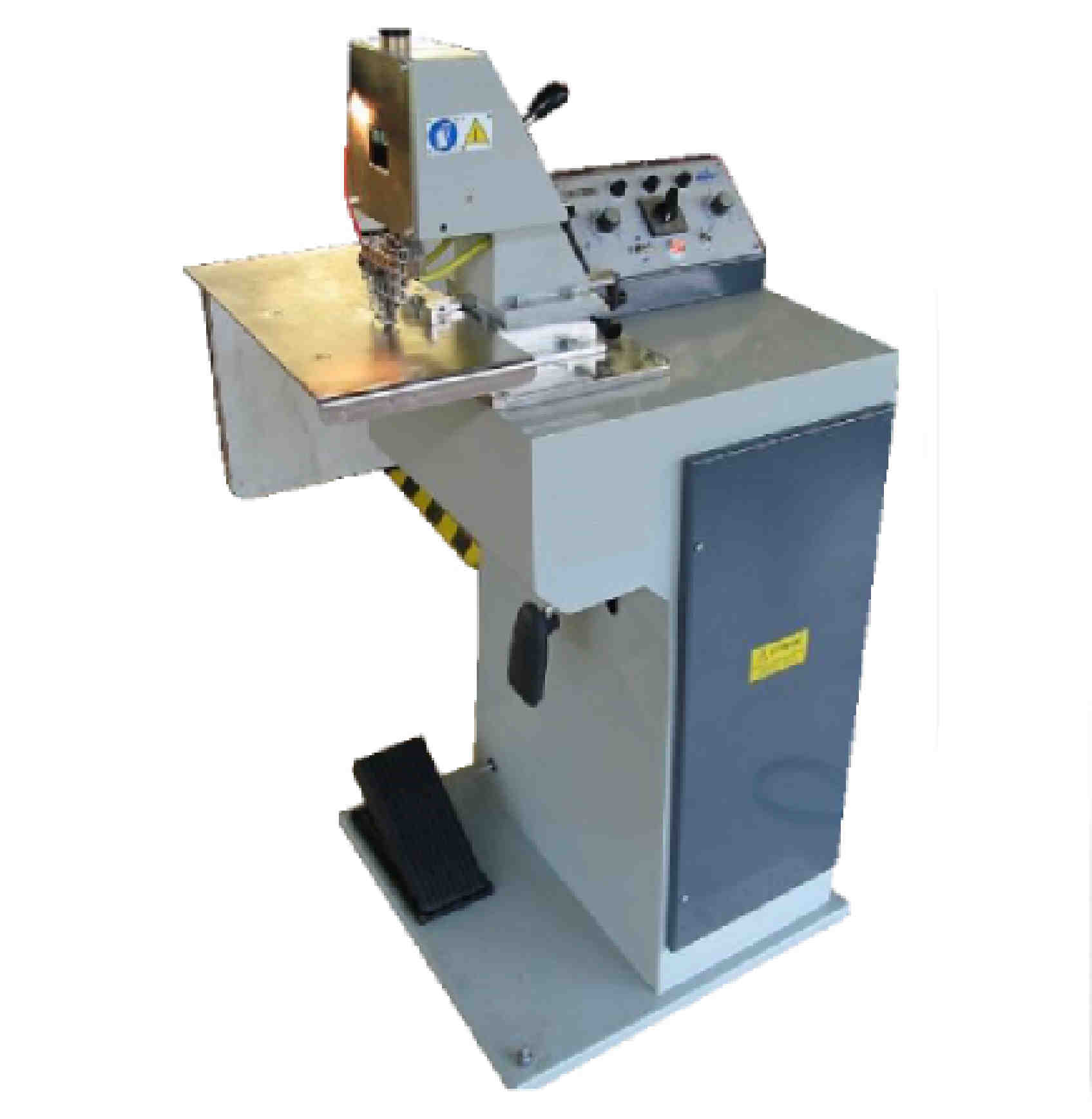 Machine permettant de réaliser à chaud et en continu des filets ou des ornements sur le cuir