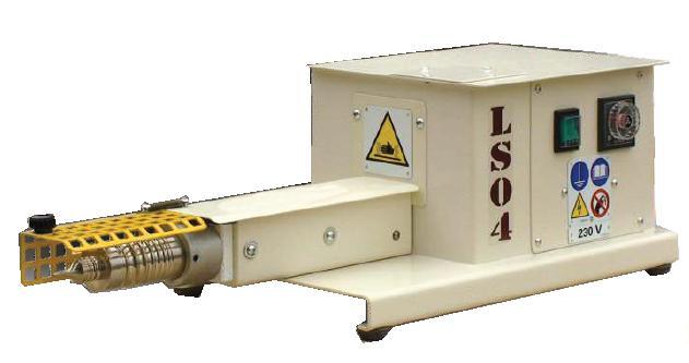 Machine à lisser permettant le lissage des bords en cuir ou des matières similaires ayant déjà été teintes